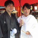 住吉神社での結婚式 傘を持って