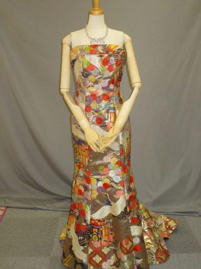 色打掛の素材を利用した和柄ドレス4