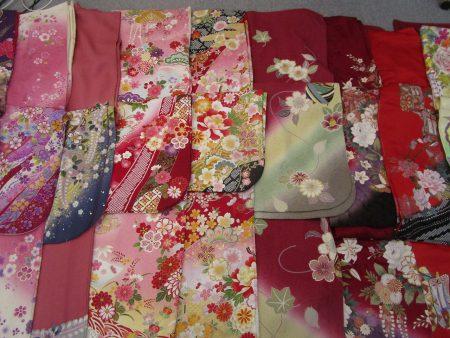 様々な色と花柄の御振袖2