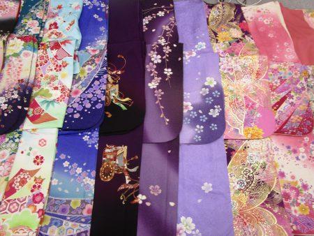 様々な色と花柄の御振袖3