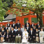 住吉神社の本殿前で集合写真
