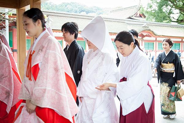 神前結婚式のために太宰府天満宮の誠心館へ