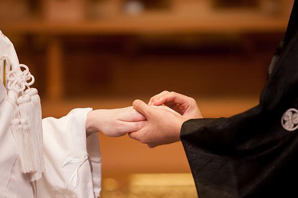 太宰府天満宮神前式での指輪交換