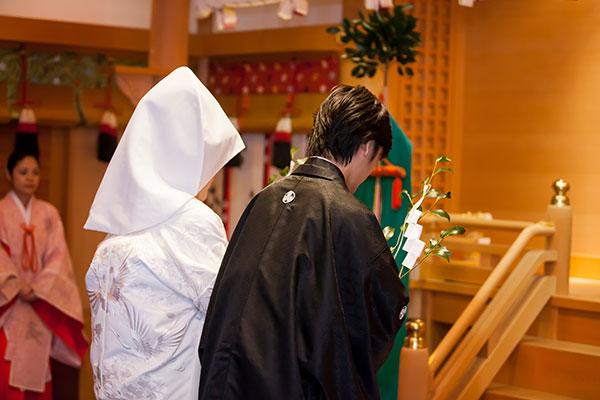 神前結婚式での玉串奉納(太宰府天満宮)