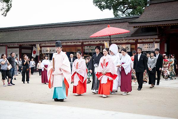 太宰府天満宮結婚式の参進、誠心殿から本殿へ