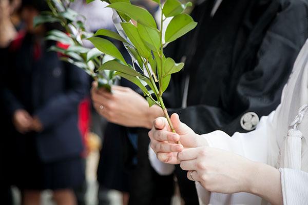 太宰府天満宮、神前結婚式で本殿に結婚報告