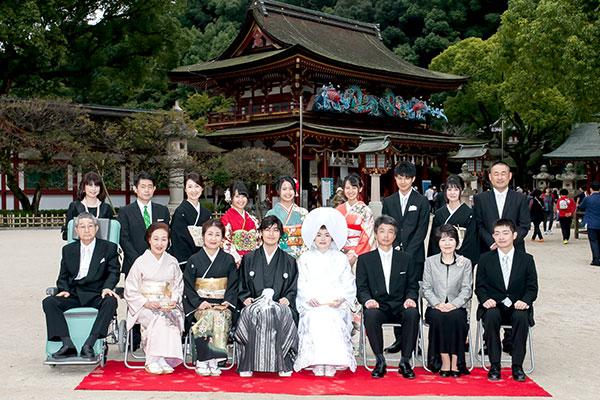 太宰府天満宮の結婚式後に集合写真