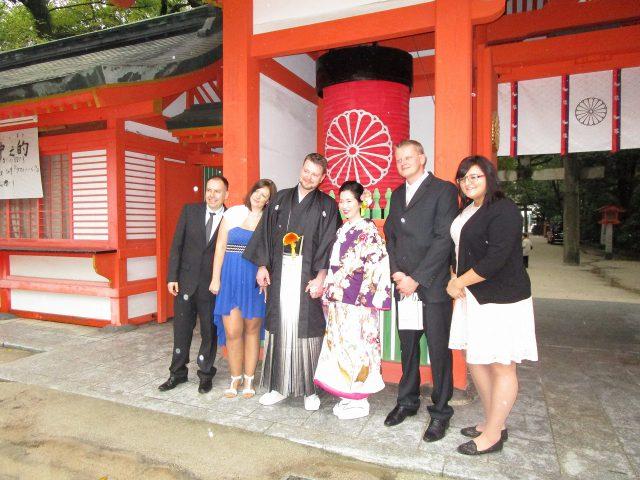 住吉神社で集合写真(国際結婚)