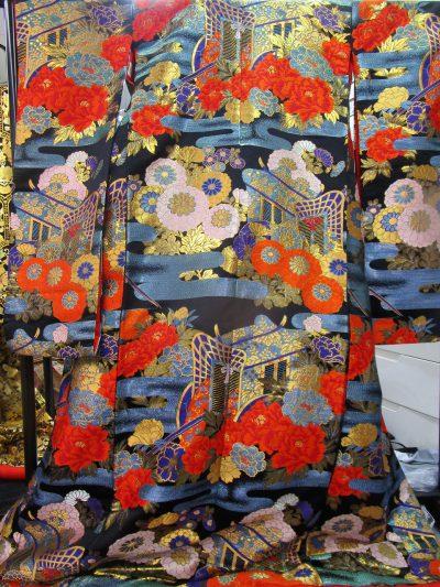 色打掛の刺繍模様