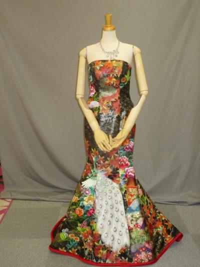 色打掛の素材を利用した和柄ドレス1
