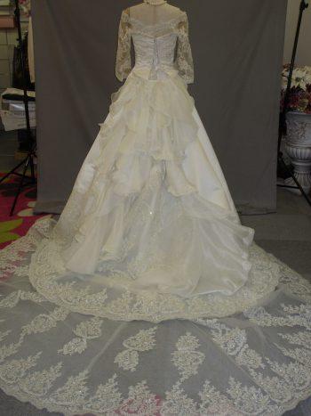 ウェデイングドレス(白、オフホワイト)①
