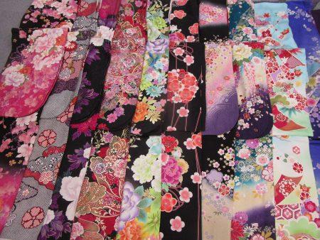 様々な色と花柄の御振袖4